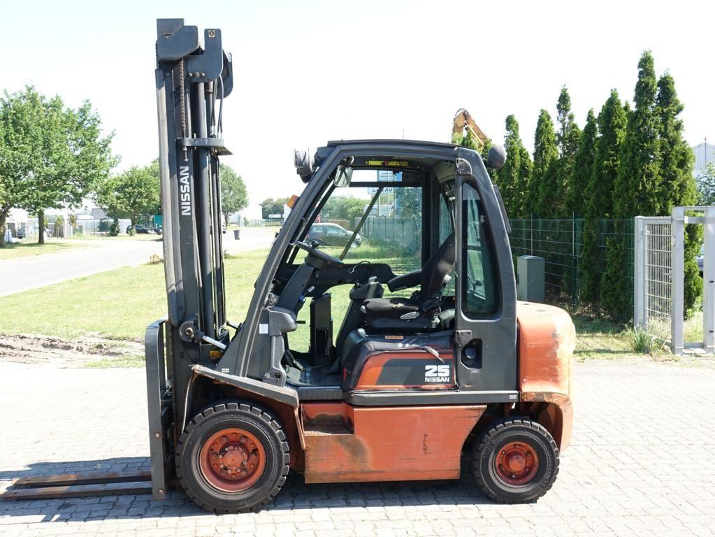 Nissan FG02A25Q Diesel Forklift www.hinrichs-forklifts.com