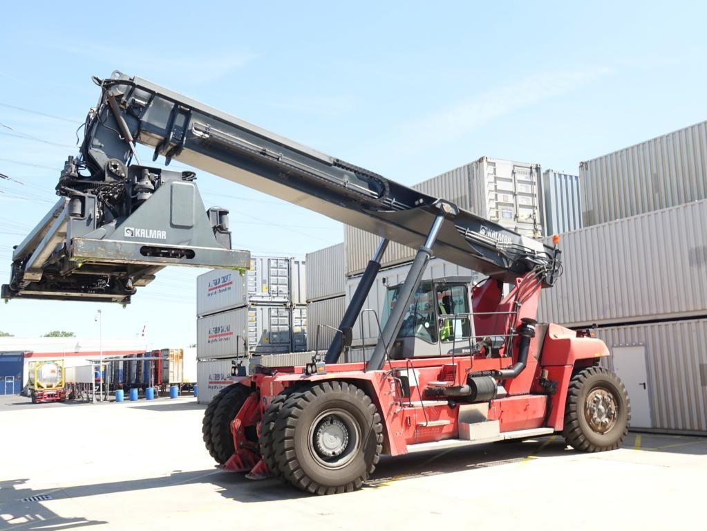 Kalmar DRF450-65C5XS Full-container reach stacker