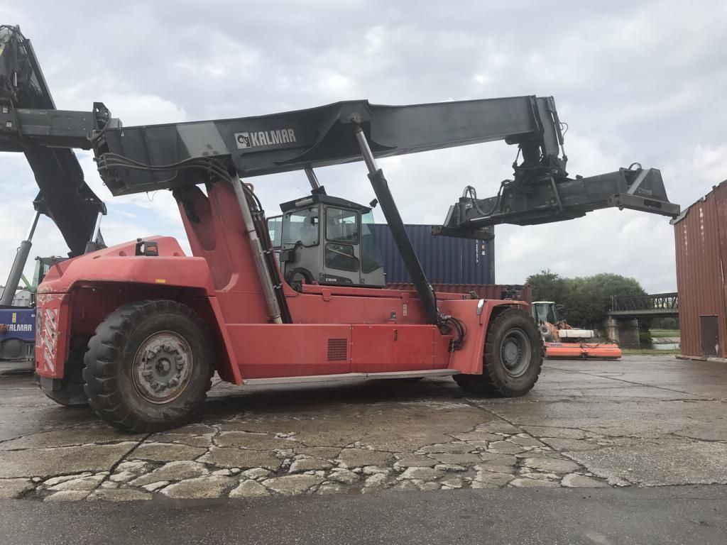 Kalmar-DRF450-70S6XS-Vollcontainer Reachstacker