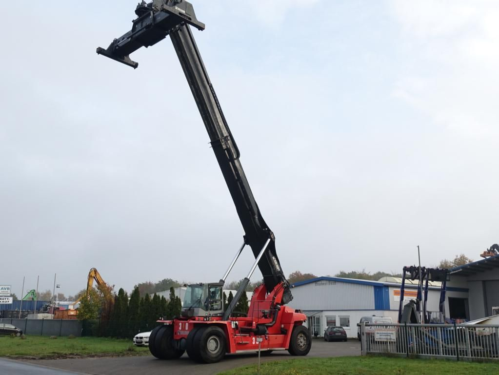 Kalmar DRF450-65S6 Full-container reach stacker