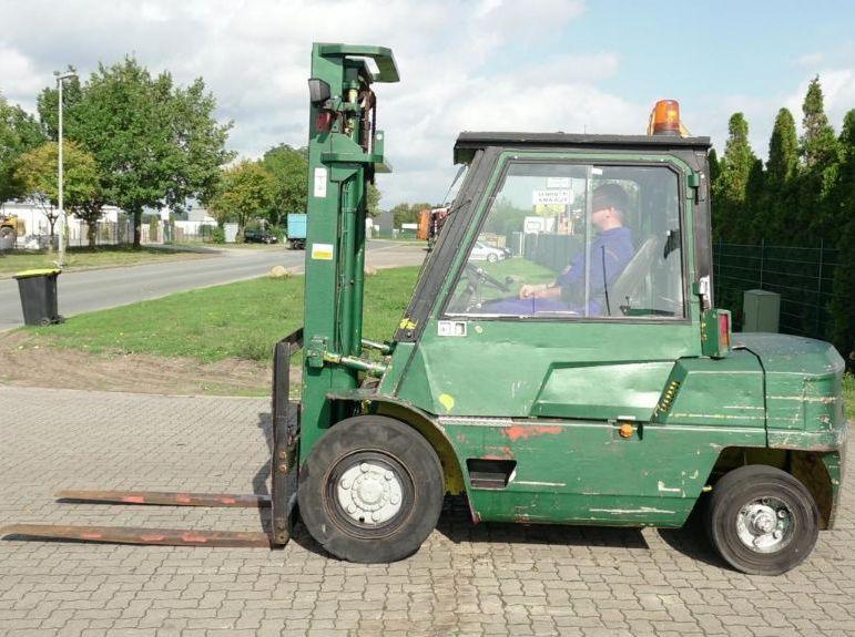 Mitsubishi FD40 Diesel Forklift www.hinrichs-forklifts.com