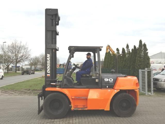 Doosan D90S-5 Heavy Forklifts www.hinrichs-forklifts.com