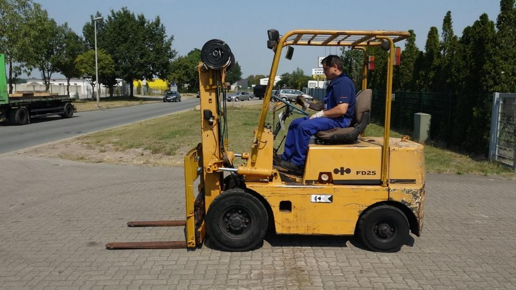 Komatsu FD25-6 Diesel Forklift www.hinrichs-forklifts.com
