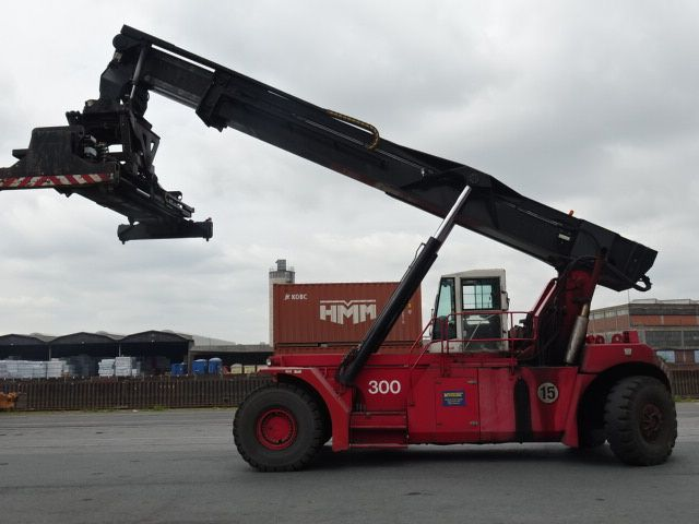 CVS Ferrari F478.6 Full-container reach stacker www.hinrichs-forklifts.com