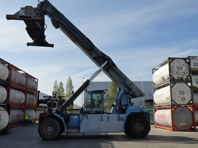 Kalmar DRS4527S5 Full-container reach stacker