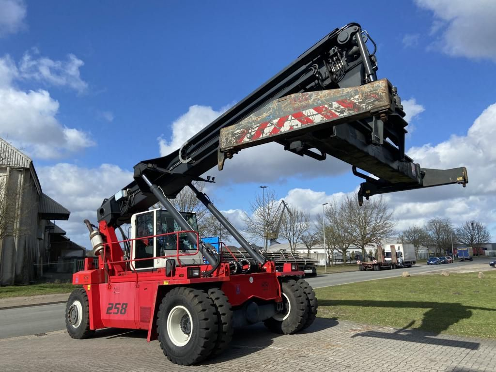 CVS Ferrari F258.6 Empty Container Reachstacker