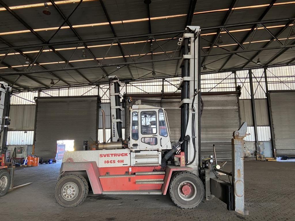 Svetruck 16CS4H Carretilla elevadora para contenedores vacíos www.hinrichs-forklifts.com