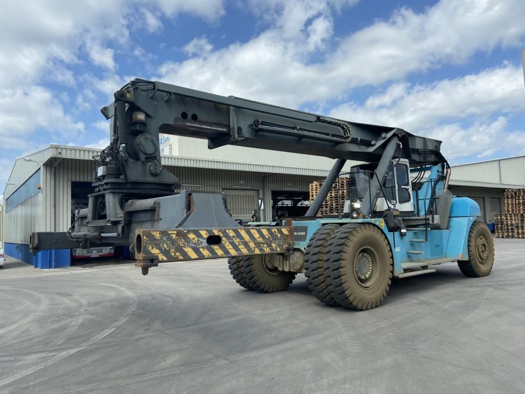 SMV 4535TB5 Full-container reach stacker