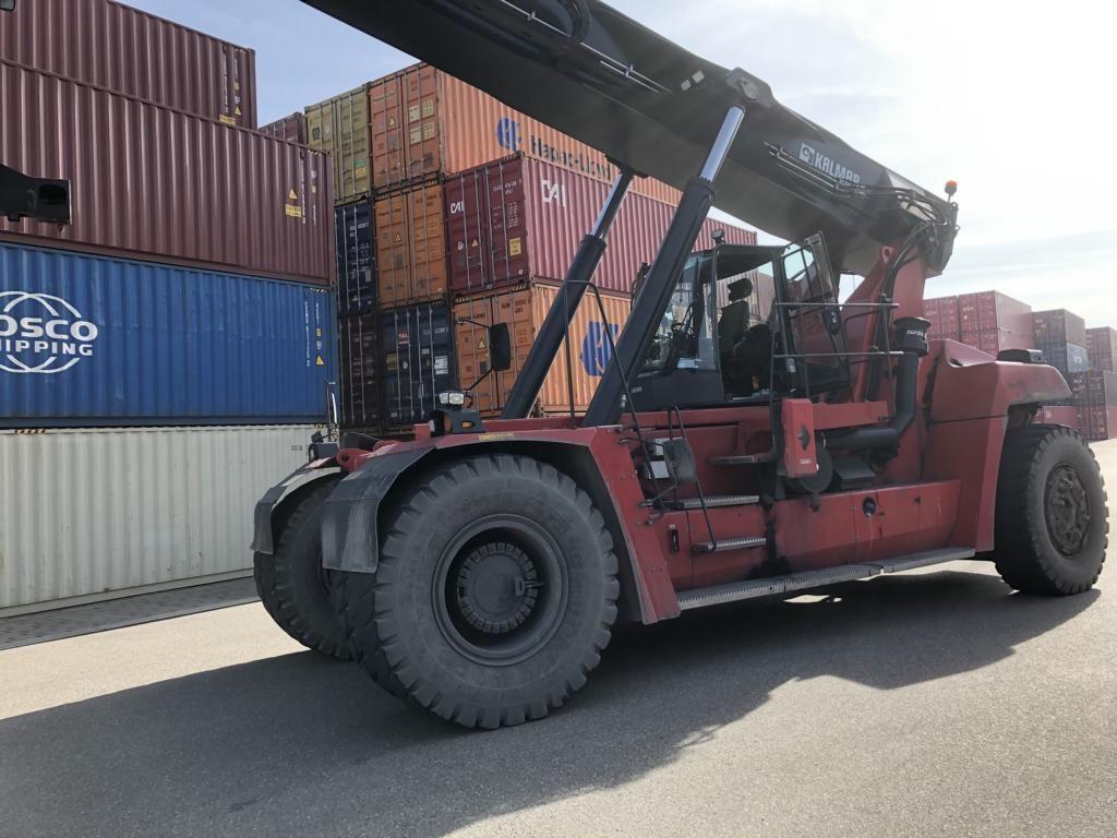 Kalmar DRG450-65S6X Full-container reach stacker