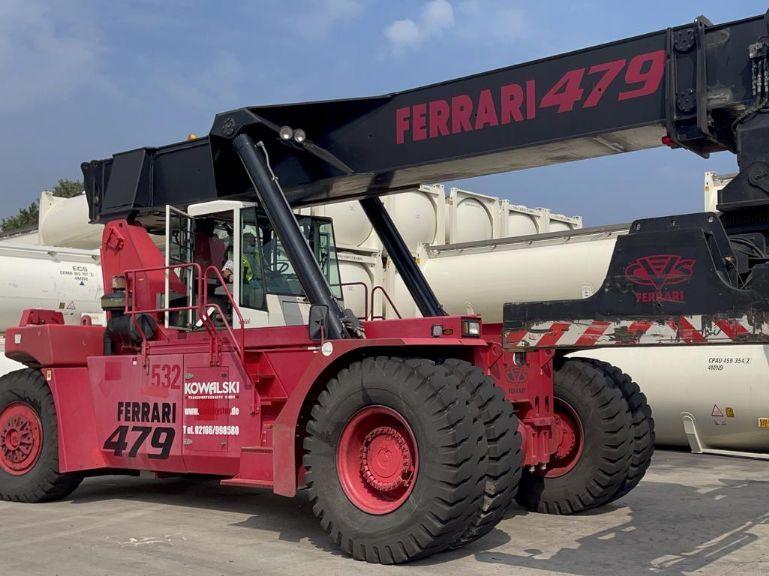 CVS Ferrari-F479.5-Vollcontainer Reachstacker