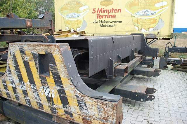 Fantuzzi Spreader SF31 40' Top-Spreader www.hinrichs-forklifts.com