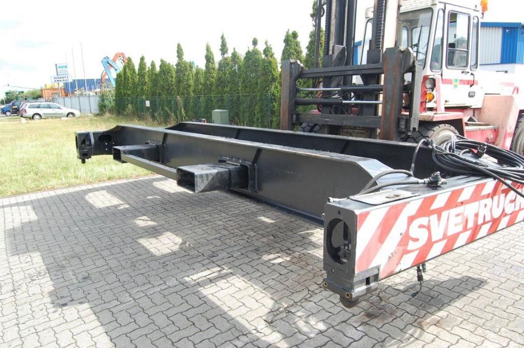 Svetruck 320 20' Top-Spreader www.hinrichs-forklifts.com
