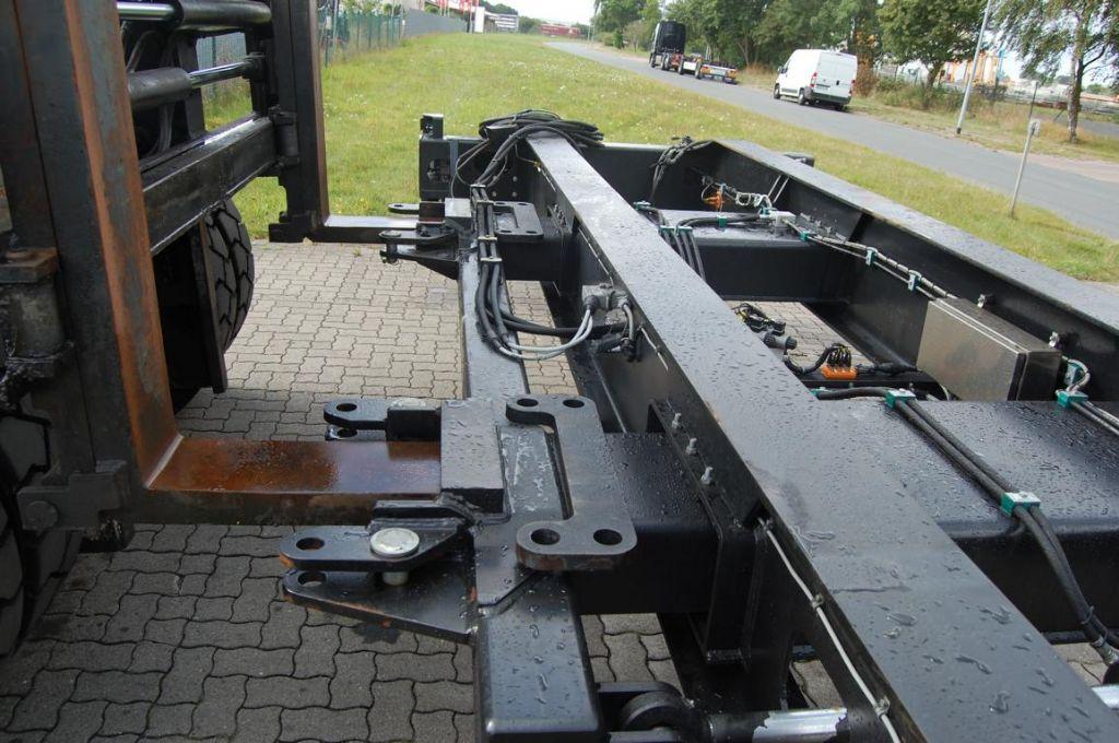 Svetruck 320 20' Top-Spreader