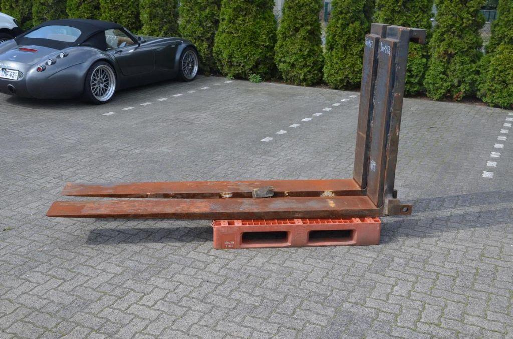 Kalmar Messer-/ Holzgabeln Forks www.hinrichs-forklifts.com
