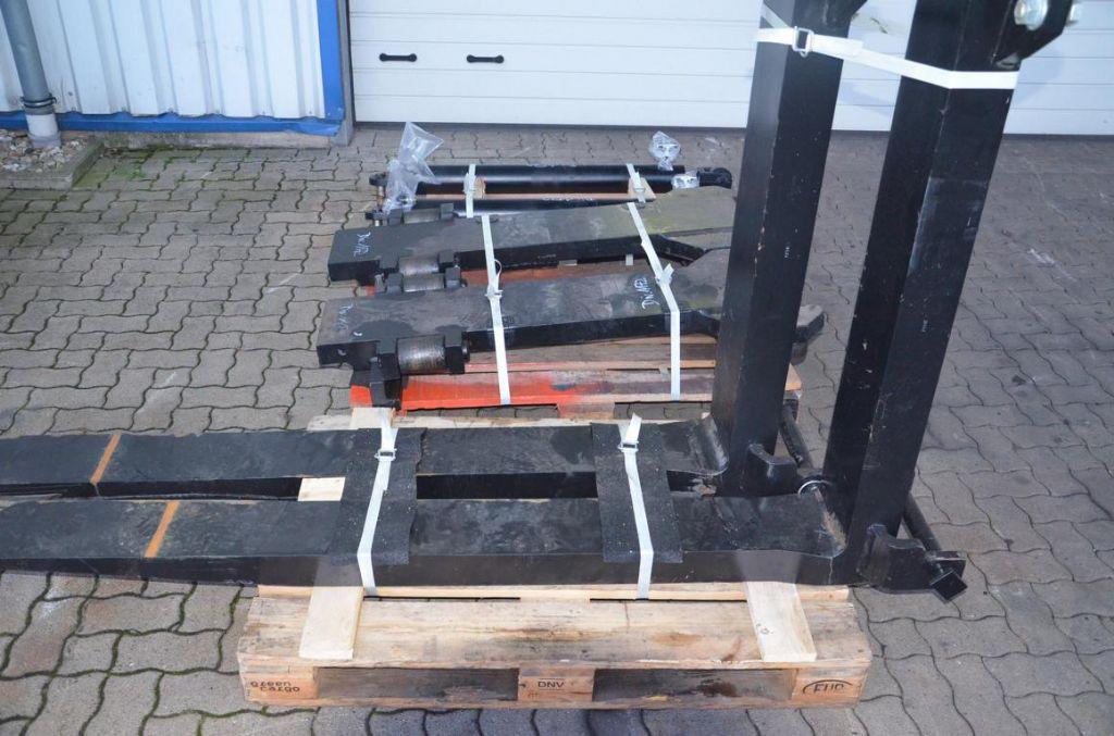 Svetruck  Forks www.hinrichs-forklifts.com