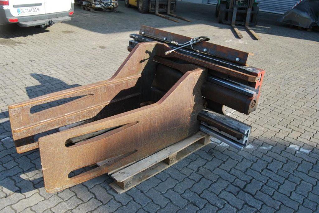 Cascade 80D-PC763B Bale clamps www.hinrichs-forklifts.com