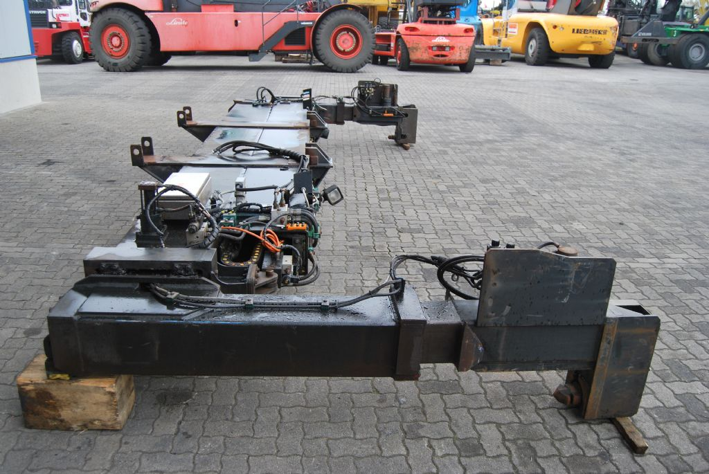 Elme Svetruck hydr. Spreader 20/40 568 20/40' Hydraulik Spreader www.hinrichs-forklifts.com