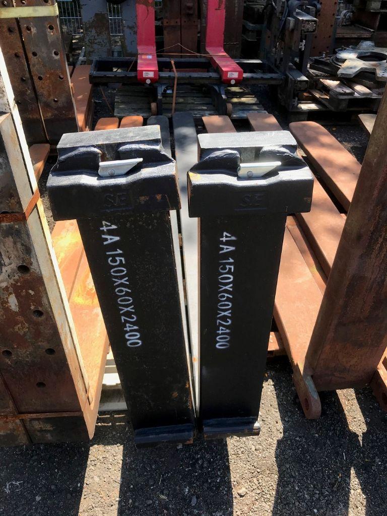 *Sonstige 8000kg @ 600mm / 2400mm  Forks www.hinrichs-forklifts.com