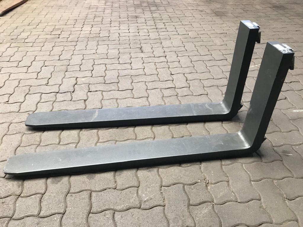 Vetter 2500 kg @600mm Gabelzinken 1200 x 125 x 45 Forks www.hinrichs-forklifts.com
