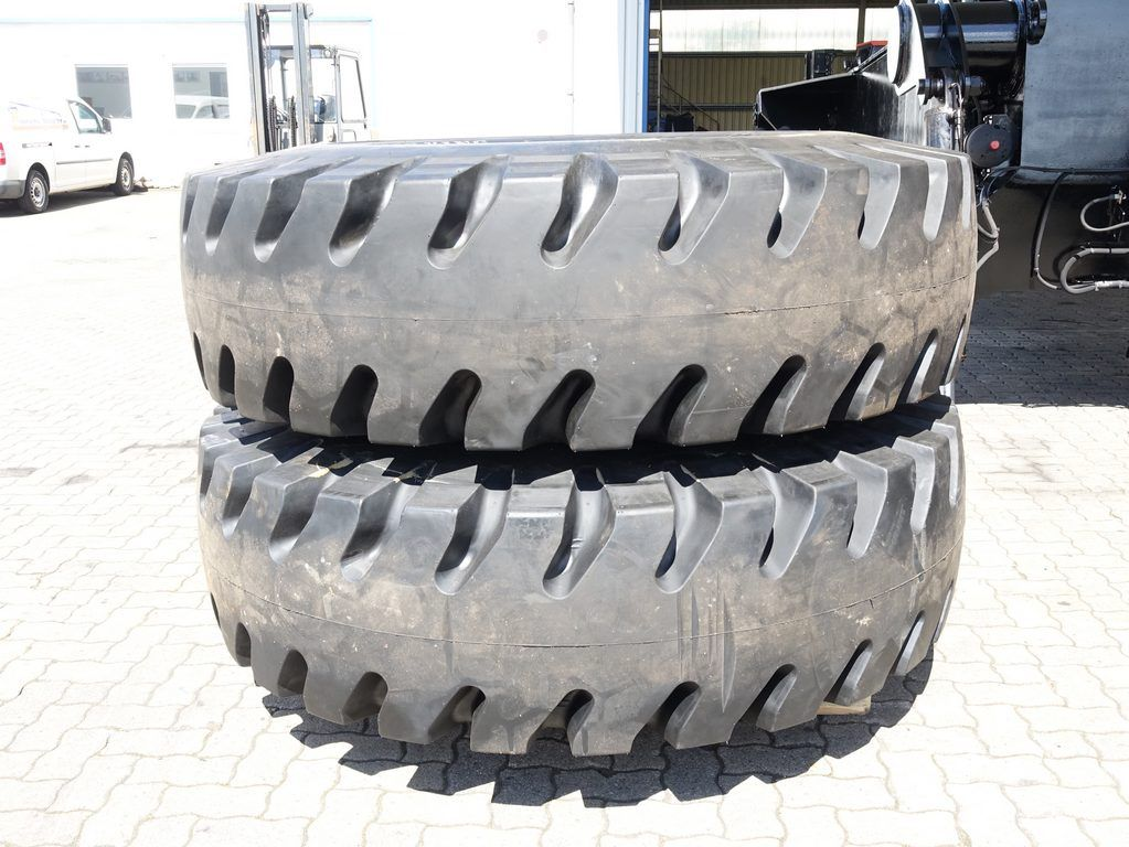Kalmar 18.00-25 Tires, inkl. Rim., Pair Tyres www.hinrichs-forklifts.com