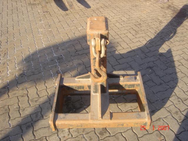 Flötzinger Kranarm LH-M Jib crane www.hinrichs-forklifts.com