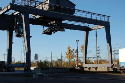 Munck Containerbruecke Munck Chariots pour container plein www.hinrichs-forklifts.com