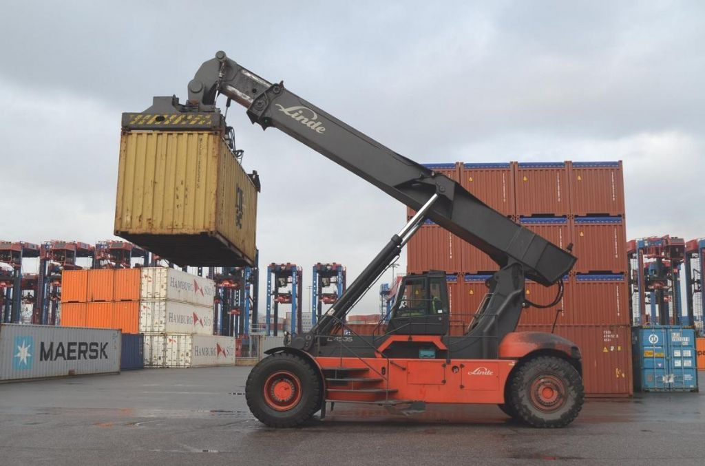 Linde C4535TL Empty Container Reachstacker