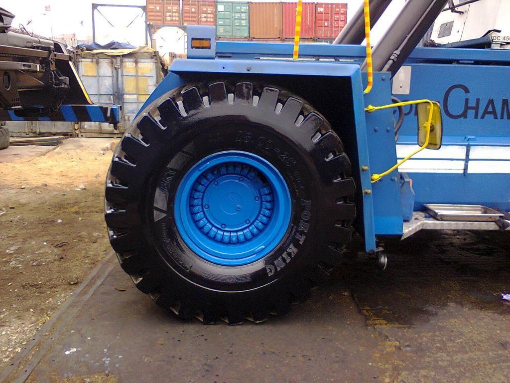 Kalmar DC4560RC4 Full-container reach stacker