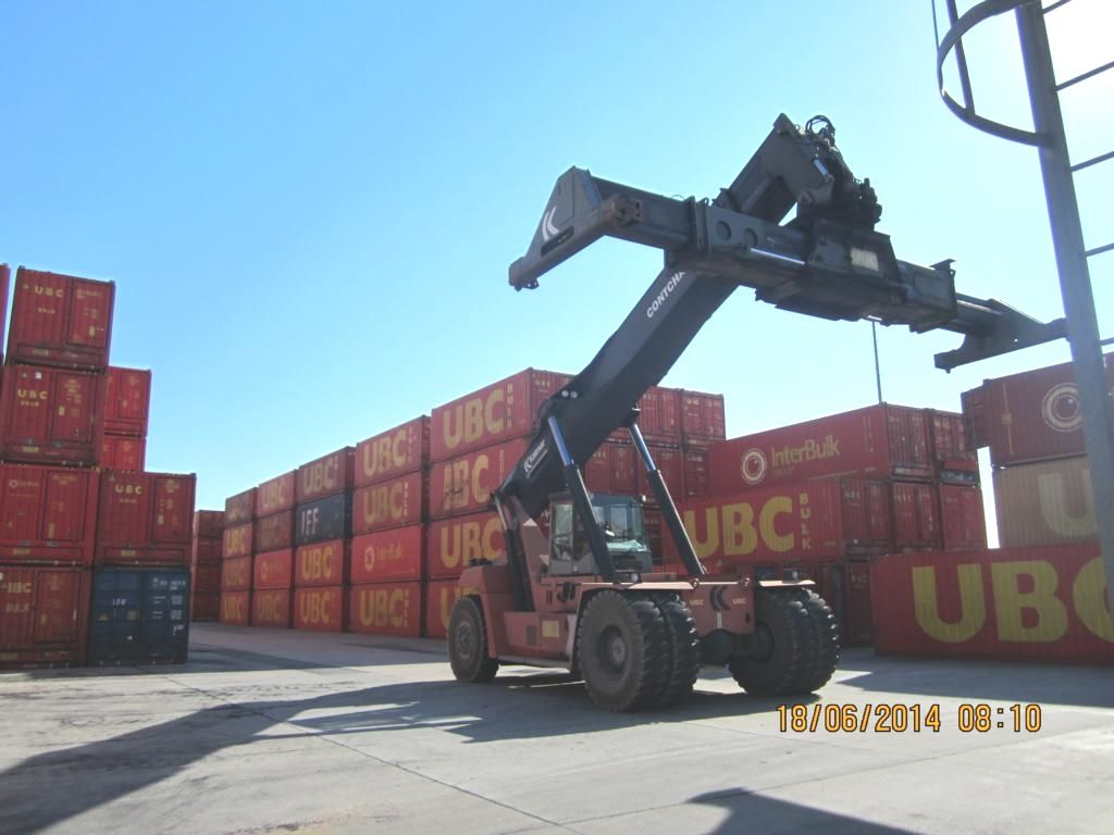 Kalmar DRF450-60S5X Full-container reach stacker