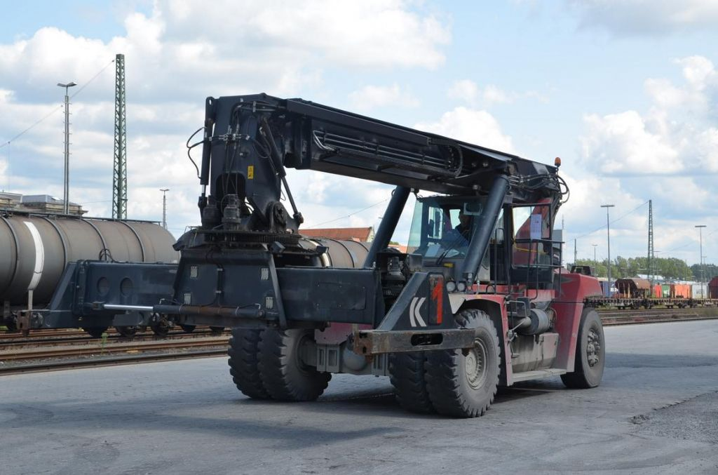Kalmar DRF450-60-S5 Full-container reach stacker