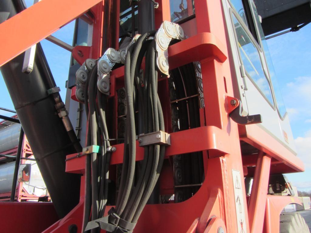Kalmar DRF450-70S5XS Full-container reach stacker
