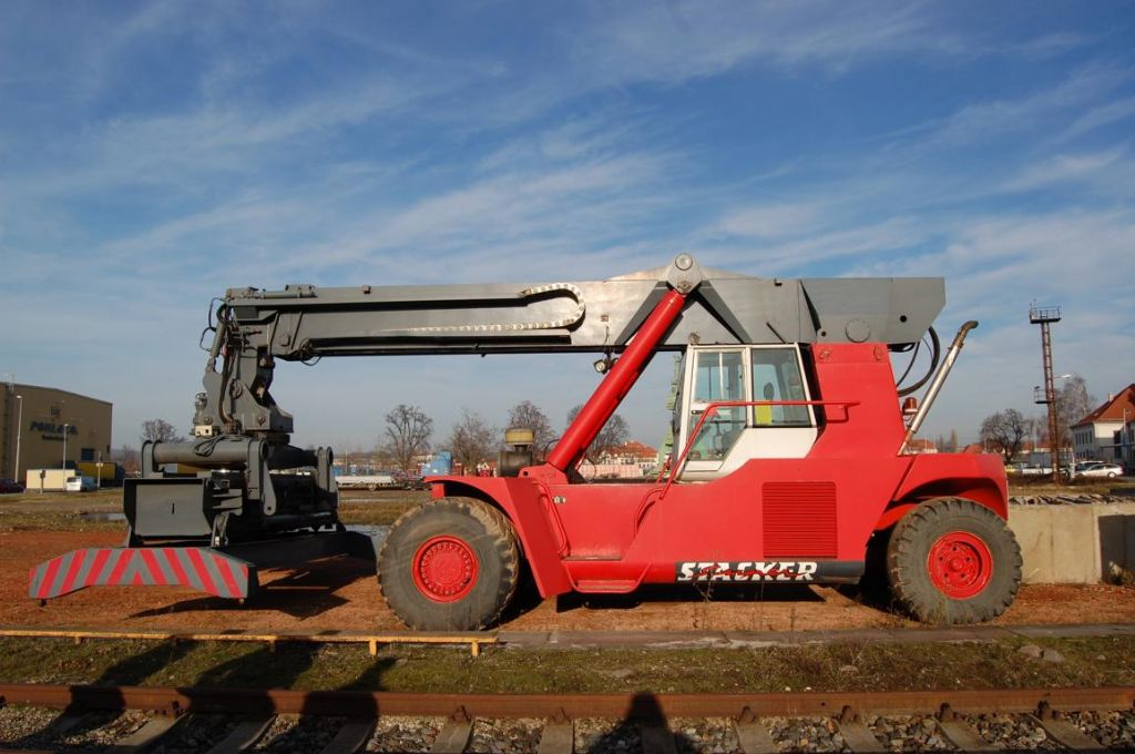 PPM GSM40 Vollcontainer Reachstacker www.hinrichs-forklifts.com