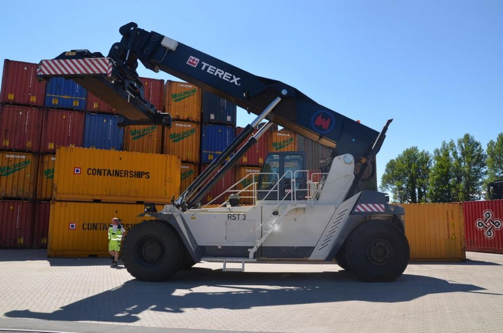 Terex SC45KS Vollcontainer Reachstacker www.hinrichs-forklifts.com