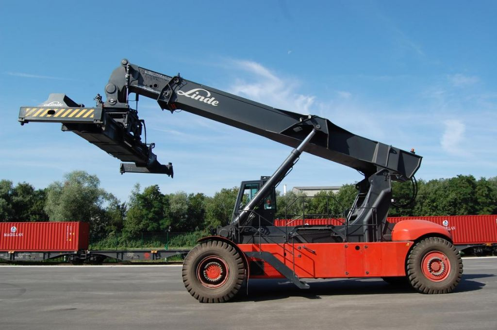 Linde C4540TL Vollcontainer Reachstacker www.hinrichs-forklifts.com