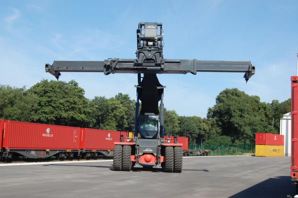 Linde C4540TL Full-container reach stacker