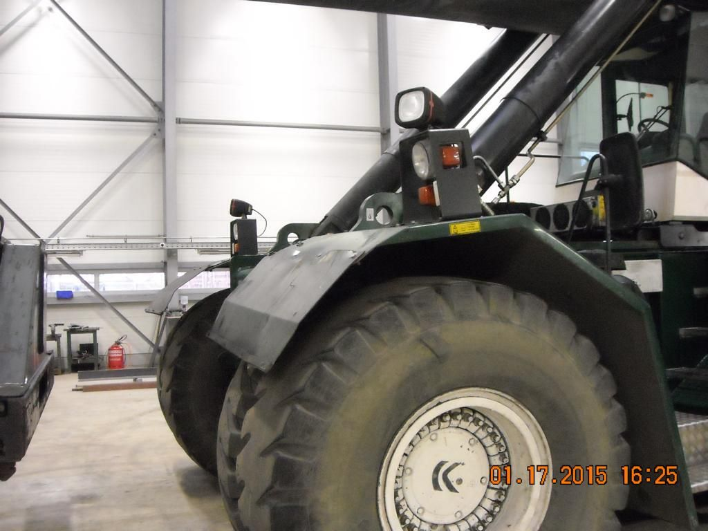 Kalmar DRS4531S5 Full-container reach stacker