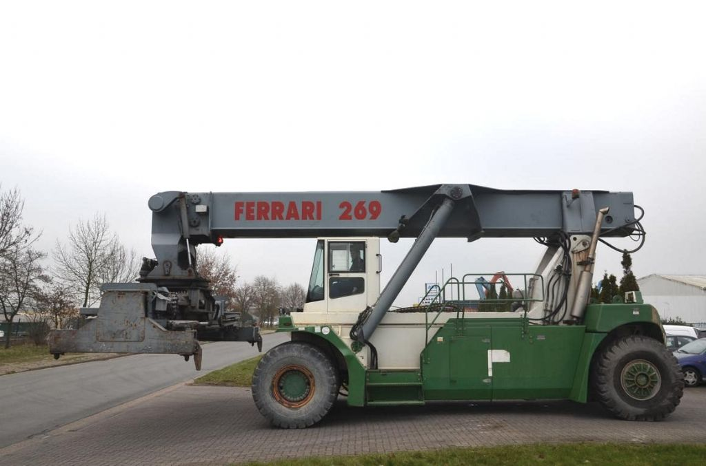 CVS Ferrari F269.5 Vollcontainer Reachstacker www.hinrichs-forklifts.com