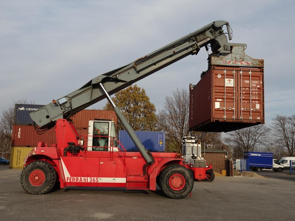 CVS Ferrari F365.5S Vollcontainer Reachstacker www.hinrichs-forklifts.com