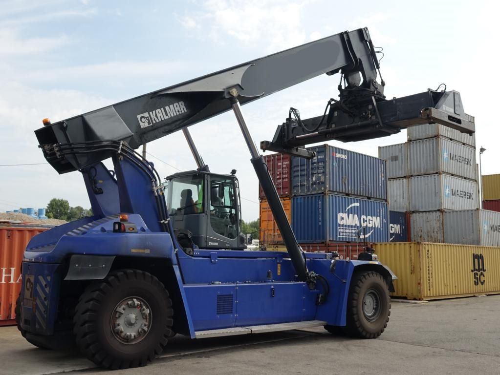 Kalmar DRG420-60S5 Full-container reach stacker