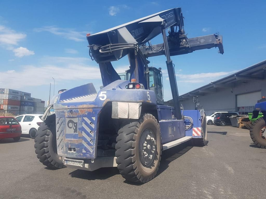 Kalmar DRG450-70S5XS Full-container reach stacker