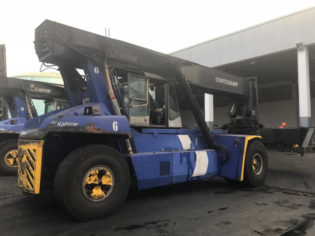 Kalmar DRF450-60S5K Full-container reach stacker