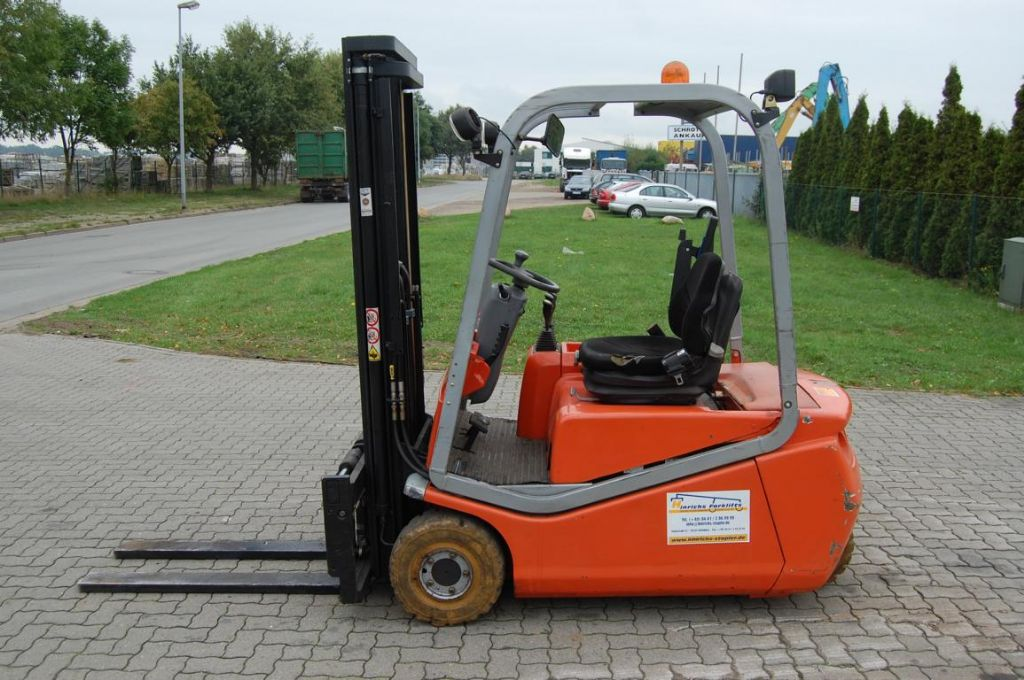 BT CBE160 Electric 3-wheel forklift www.hinrichs-forklifts.com