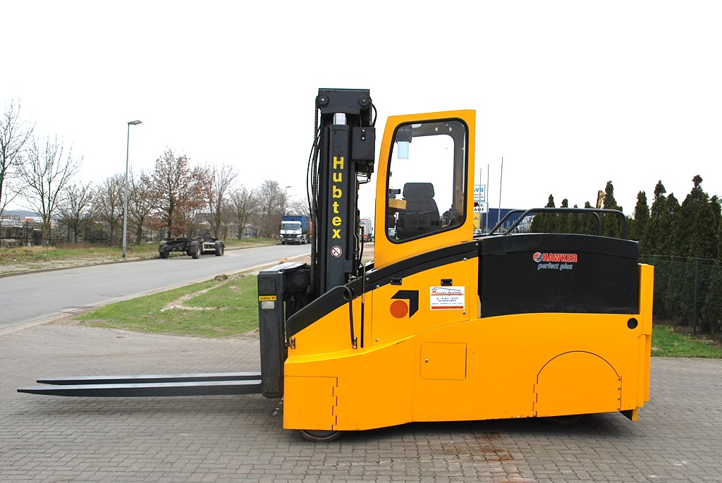 Hubtex EKS110 Electric 4-wheel forklift www.hinrichs-forklifts.com