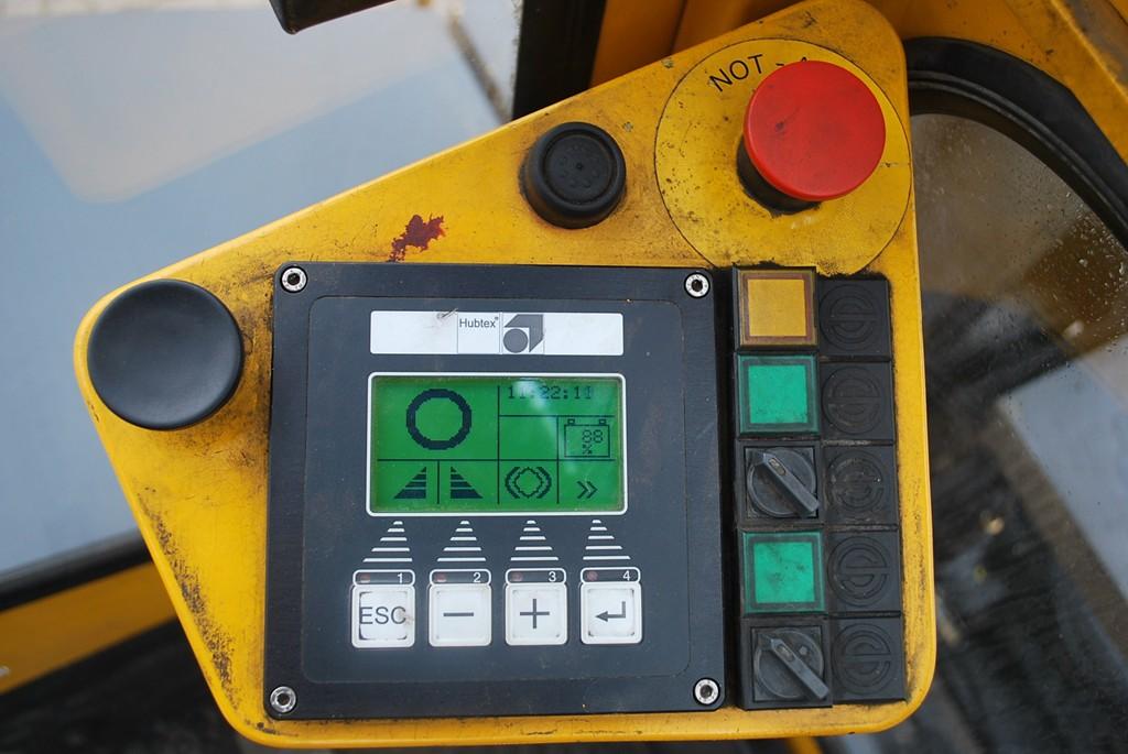 Hubtex EKS110 Electric 4-wheel forklift