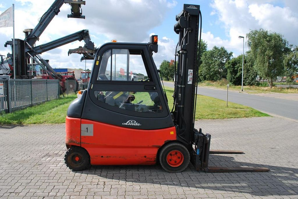 Linde E30-600-02 Elettrico 4 ruote www.hinrichs-forklifts.com