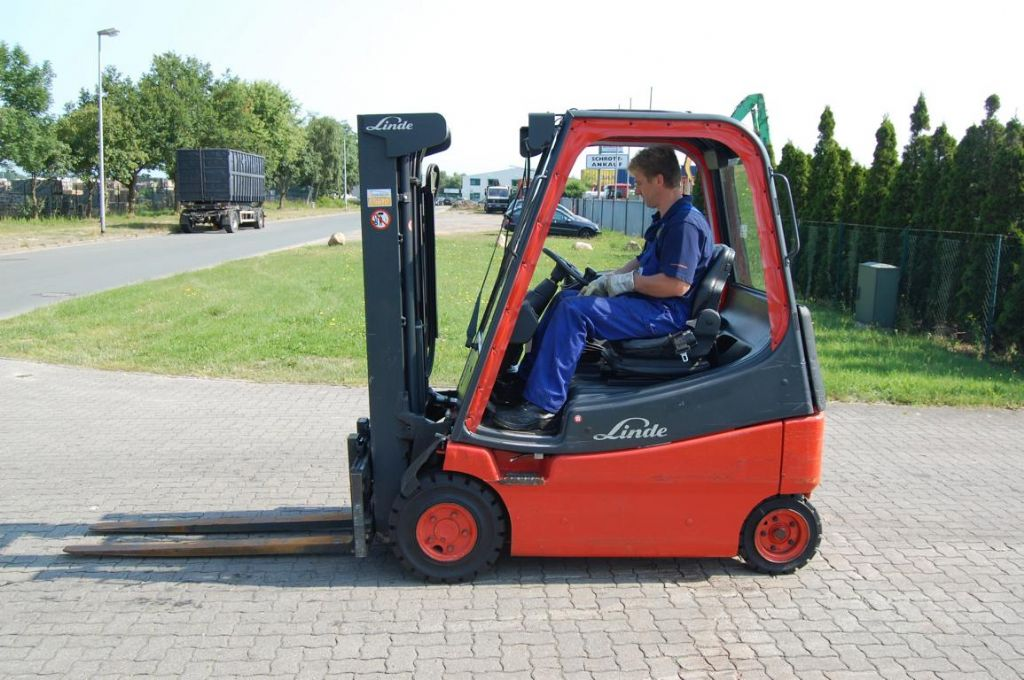Linde E20/02 Electric 4-wheel forklift