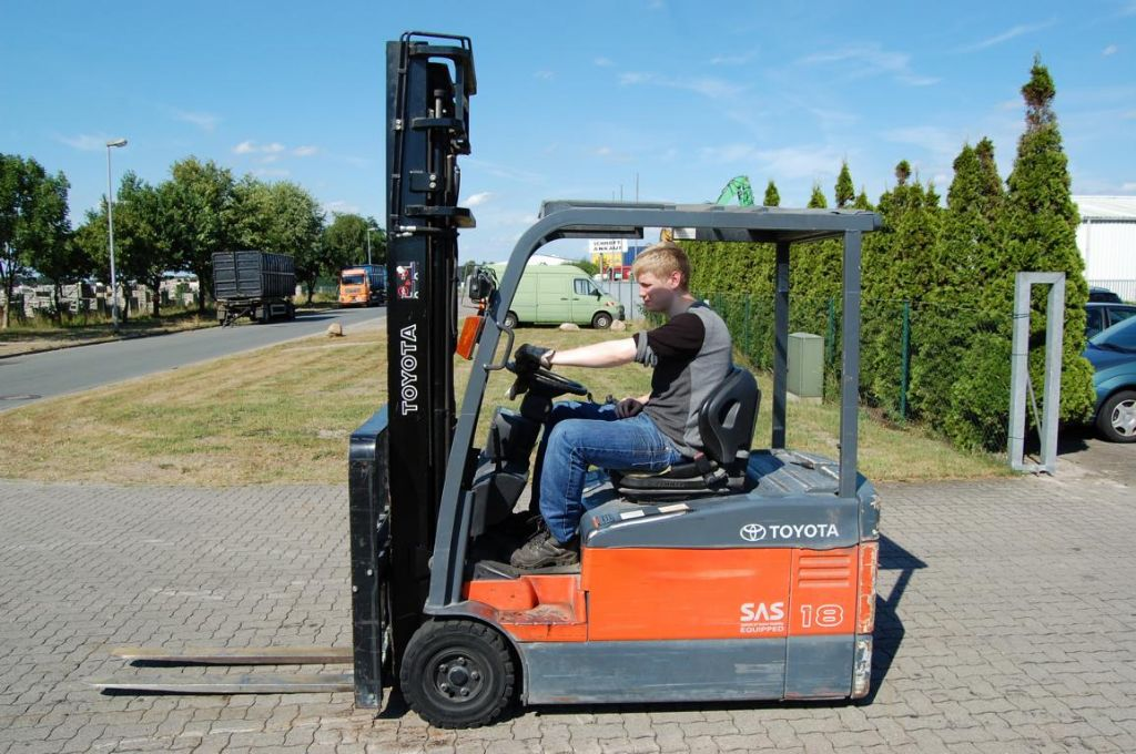 Toyota 7FBEF18 Electric 3-wheel forklift www.hinrichs-forklifts.com