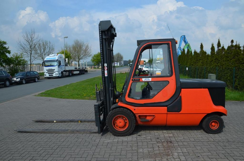 Linde E48P Elettrico 4 ruote www.hinrichs-forklifts.com