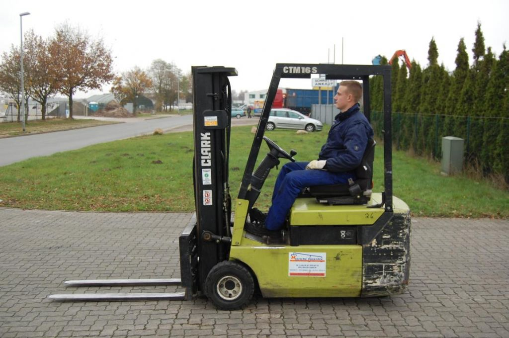 Clark CTM 16S Elettrico 3 ruote www.hinrichs-forklifts.com