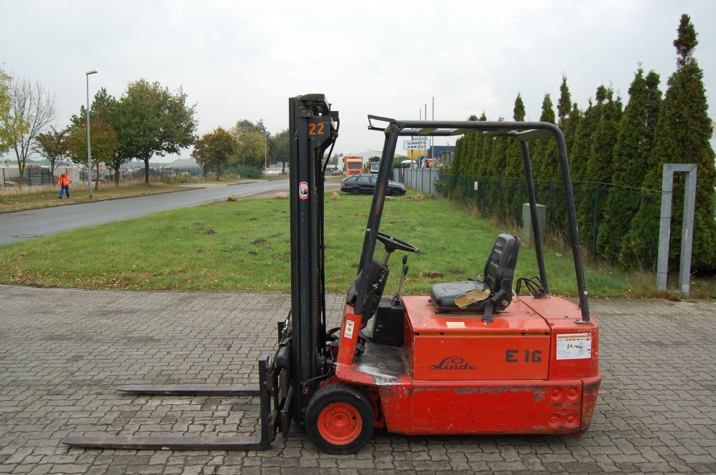 Linde E16S Elettrico 3 ruote www.hinrichs-forklifts.com
